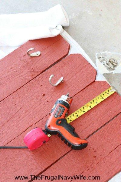 DIY Ohio State Buckeye Bench hooks