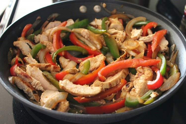 Easy Weeknight Meal - Chicken Fajitas Skillet