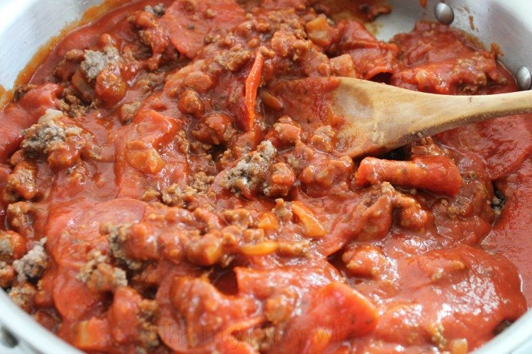 Easy One Pot Pepperoni Pizza Pasta Sauce