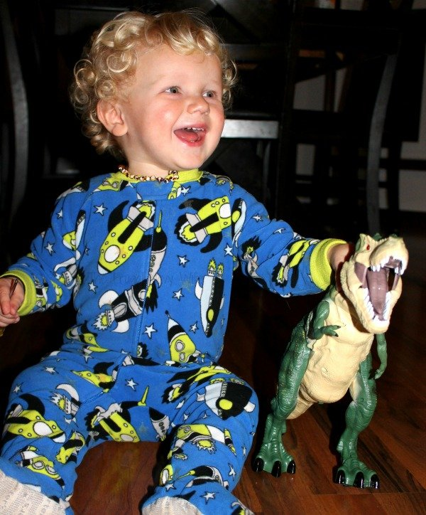 gift-idea-discovery-toys-rc-ravenous-t-rex-toy-fun