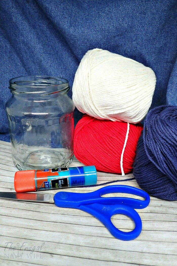 Are you looking for a great piece to add to your 4th of July Decorations? Check out these super easy DIY Patriotic Yarn Mason Jars. Perfect all summer long!