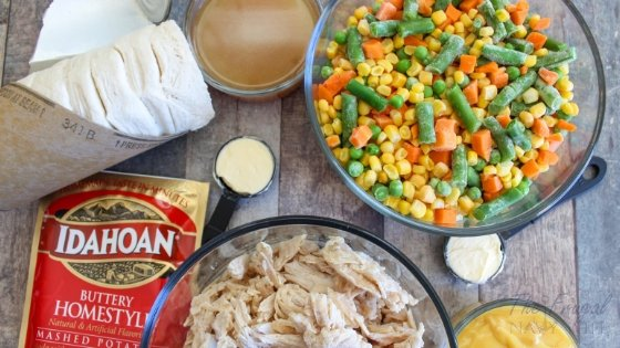 When it comes to making dinner, I have to get a little creative. This easy Chicken Pot Pie Casserole is a go-to meal for a big family. Made with Idahoan® Mashed Potatoes! #frugalnavywife #IdahoanMashed #ad #casseroles #dinnerrecipe | Chicken Pot Pie Recipe | Casserole Recipe | Easy Weeknight Meals | Dinner Recipe
