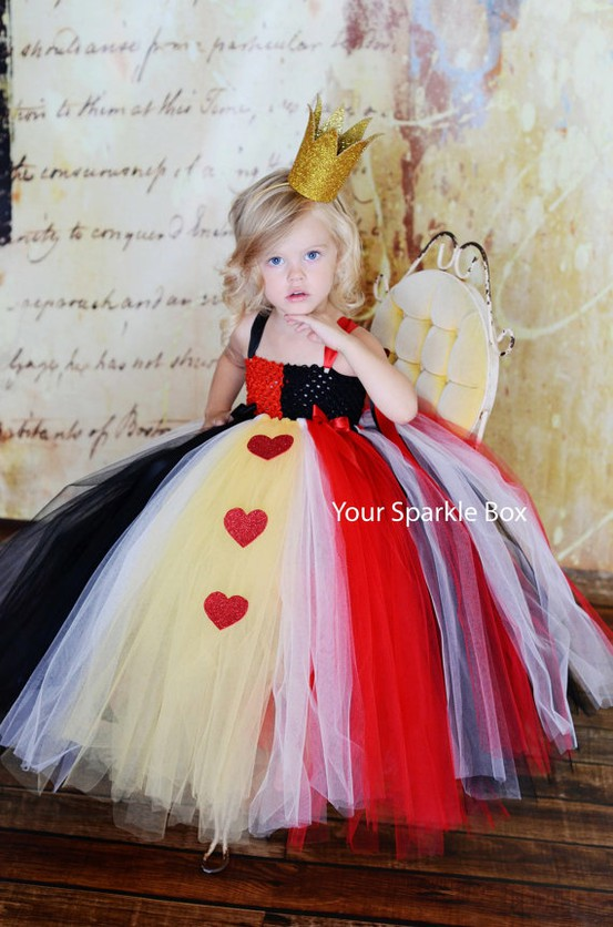 Diy halloween costume ideas for kids you will love tired of the same old store bought costumes i have compiled a list of queen of hearts diy halloween costume for alice in wonderland solutioingenieria Image collections