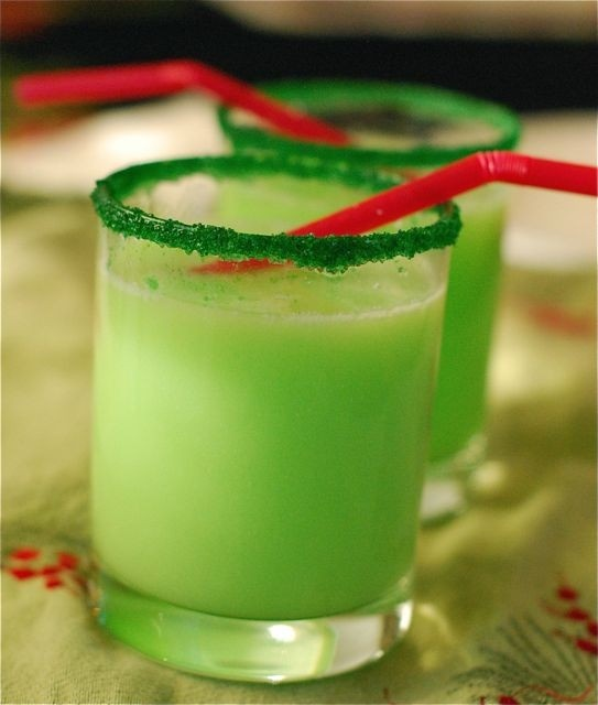 If you are planning a Christmas party you need to have some of these fun Christmas Drinks there! Both alcoholic and non-alcoholic drinks!