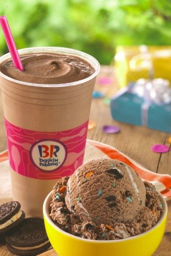 BaskinRobbins Celebrates National Ice Cream Month with the USO
