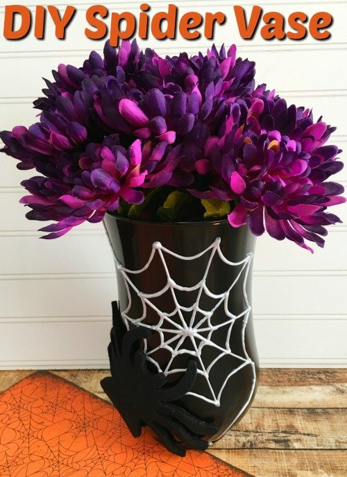 DIY Halloween Decorations – DIY Spider Web Vase