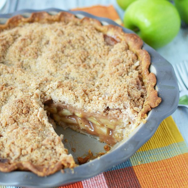 My favoritepie at any family get together is apple pie. Tweaking a few things in this traditional dutch apple pie recipe has now become a growd favorite. #applepie #dessert #dutchapplepie #frugalnavywife | Apple Pie Recipes | Dutch Apple Pies | Dessert Recipes | Pie Recipes | Apple Recipes