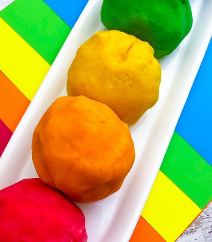 Easy DIY Rainbow Playdough – Homemade Playdough