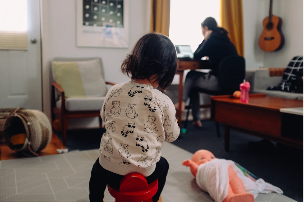 Working From Home With a Nanny: 5 Tips for Parents